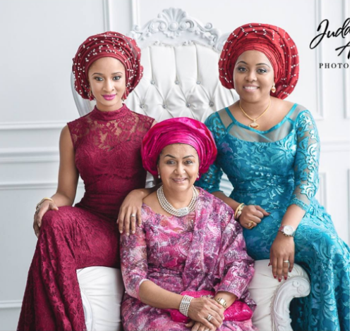 ADESUA ETOMI POSES WITH BANKY W'S FAMILY IN NEW REUNION PHOTOS