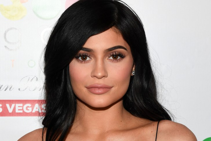 KYLIE JENNER SHOWS OFF CUTE BABY BUMP IN NEW PHOTO